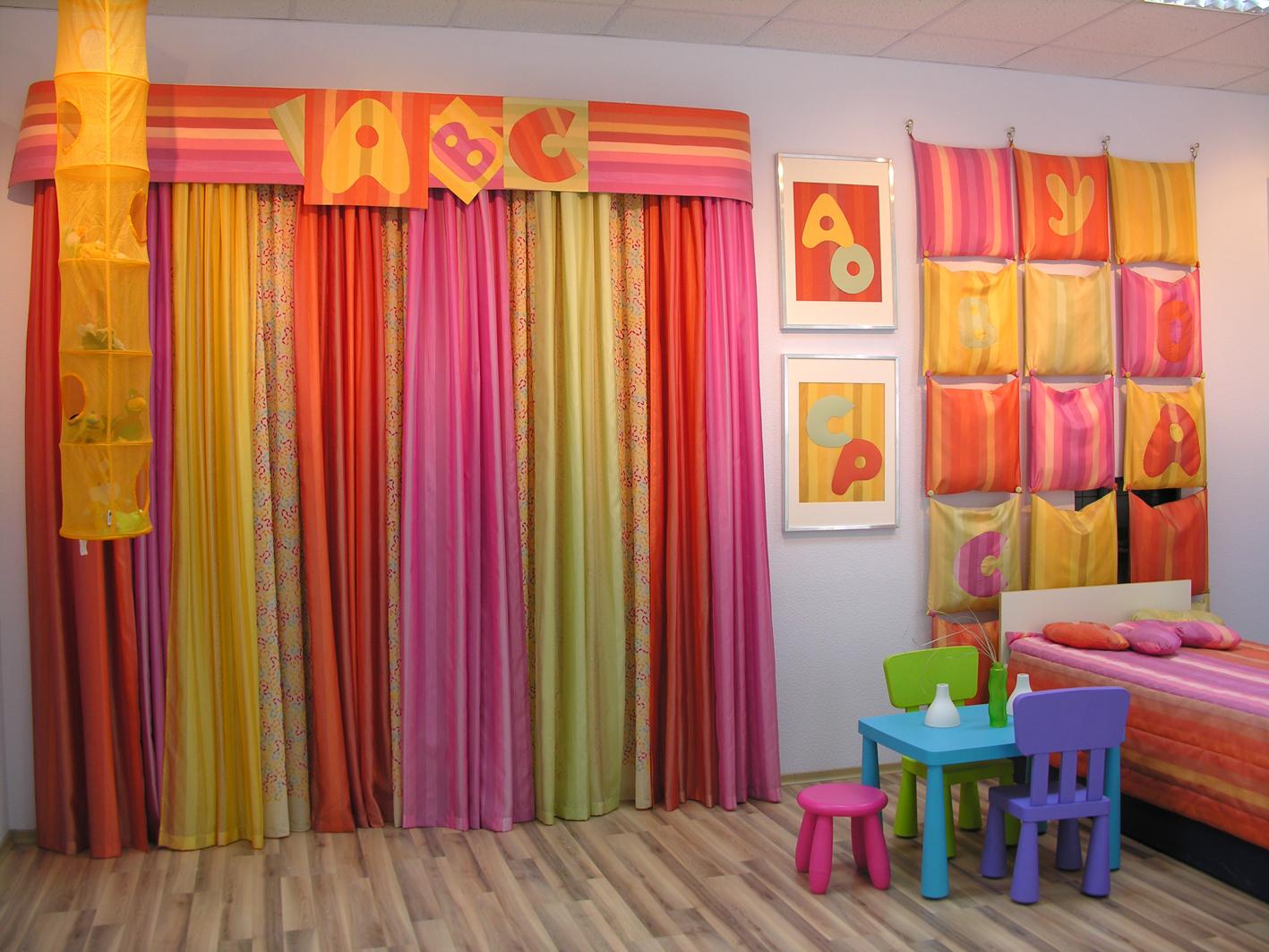 как украсить комнату на день рождения окна