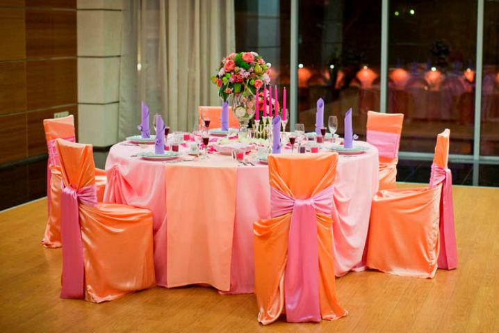 как украсить стол салфетками и стулья
