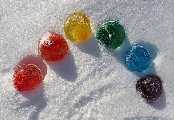 ледяные шары во дворе