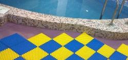 антискользящее покрытие бассейна