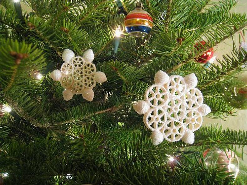 Снежинки на елку своими руками фото