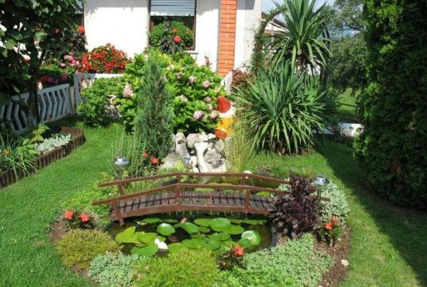 украшение двора водоемами