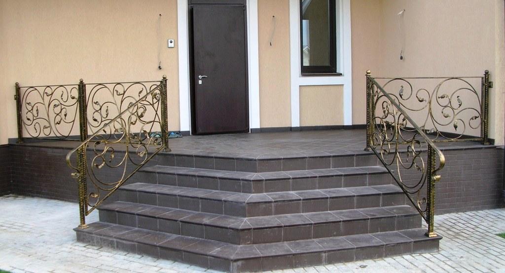 Лестница при входе в дом своими руками